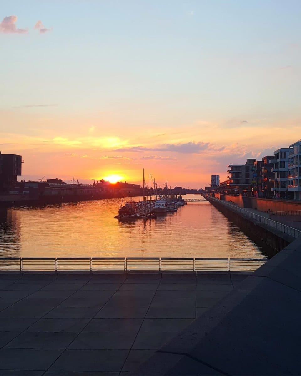Bremen-Tipp: Sonnenuntergang am Europahafen
