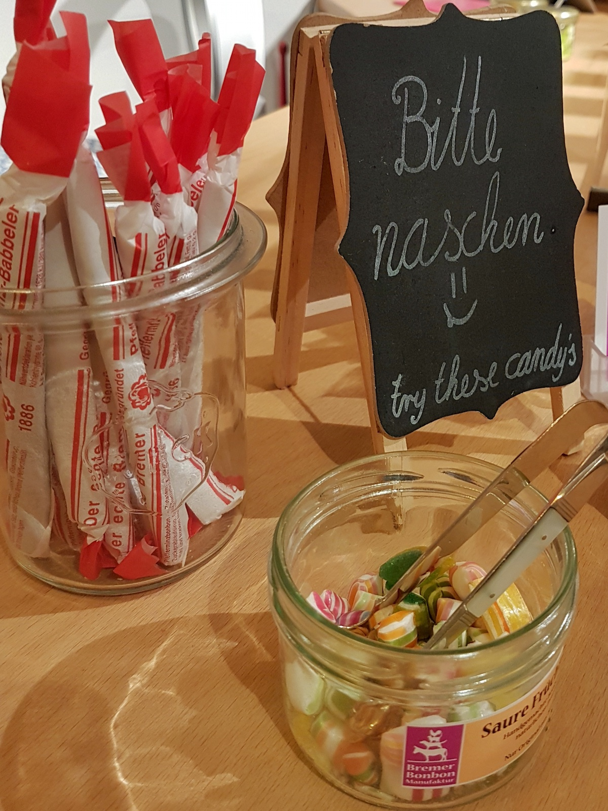 Probierglas in der Bremer Bonbonmanufaktur
